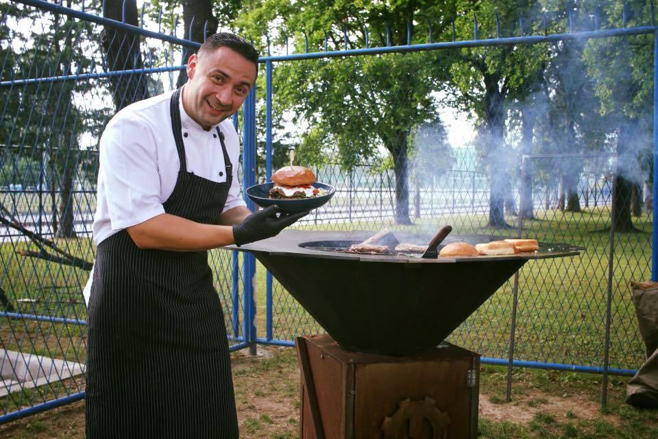 Spring BBQ Friday – opasno dobar petak trinaesti (burgeri, grillani biftek, američke palačinke, žujini zakoni…)!