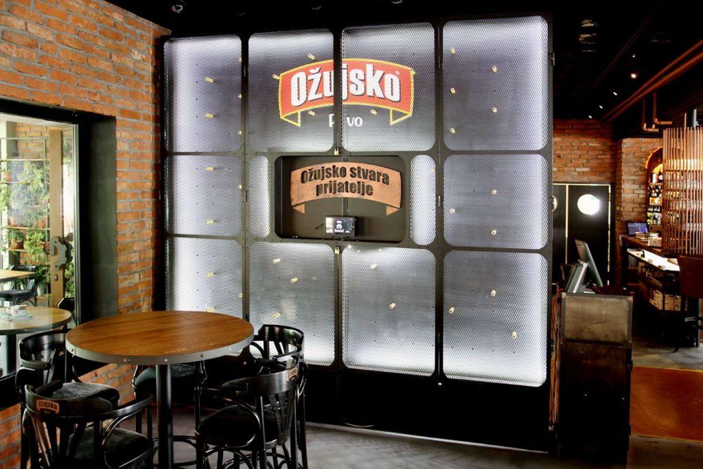 Ožujsko Pub Maksi u Zagrebu, interijer