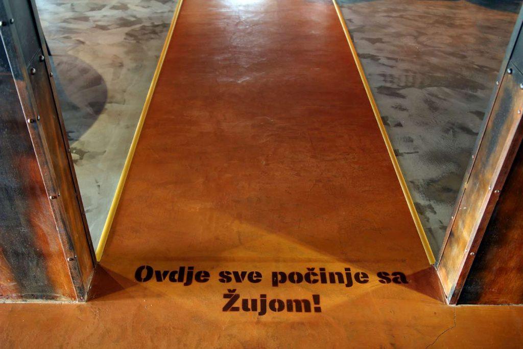 Ožujsko Pub Maksi u Zagrebu, detalj na ulazu